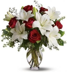 lilyum ve kırmızı güller