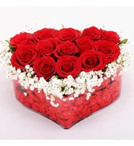 kalp içinde kırmızı güller