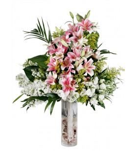 pembe lilyum ve orkideli arajman